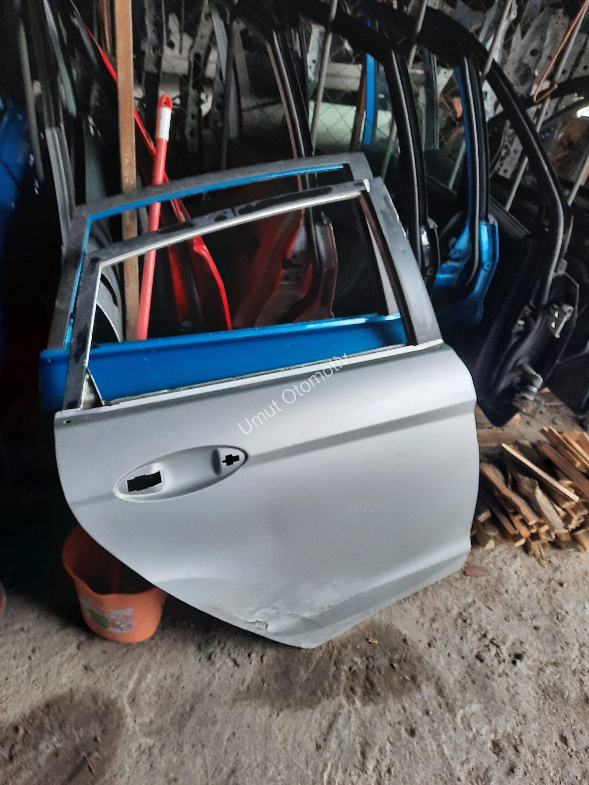 Ford Fiesta 2009-2018 Sol Arka Kapı
